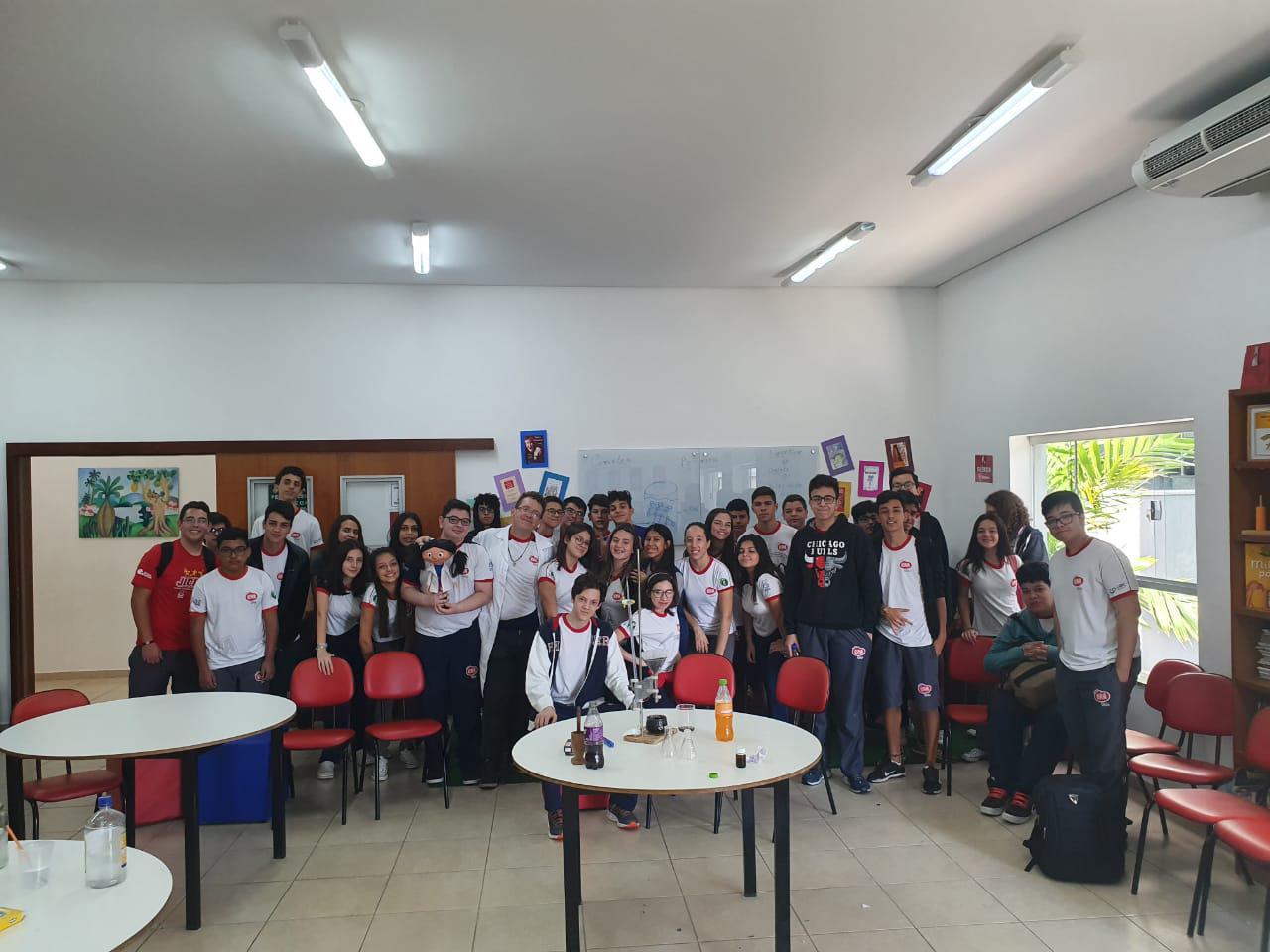 Ensino Médio - Aula de química